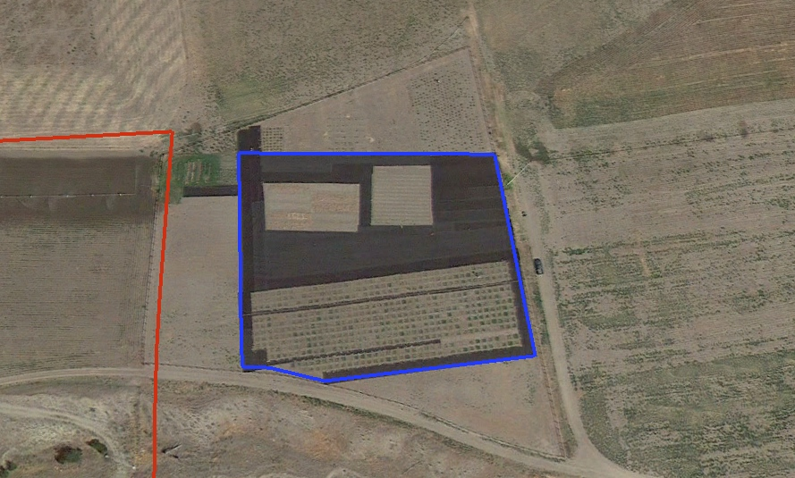 The blue line shows the area enclosed by the rodent fence. The ranch boundary appears in red.